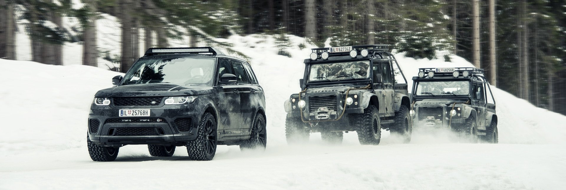Land Rover Range Rover in Snow